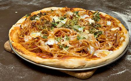 pizza með túnfiskpasta